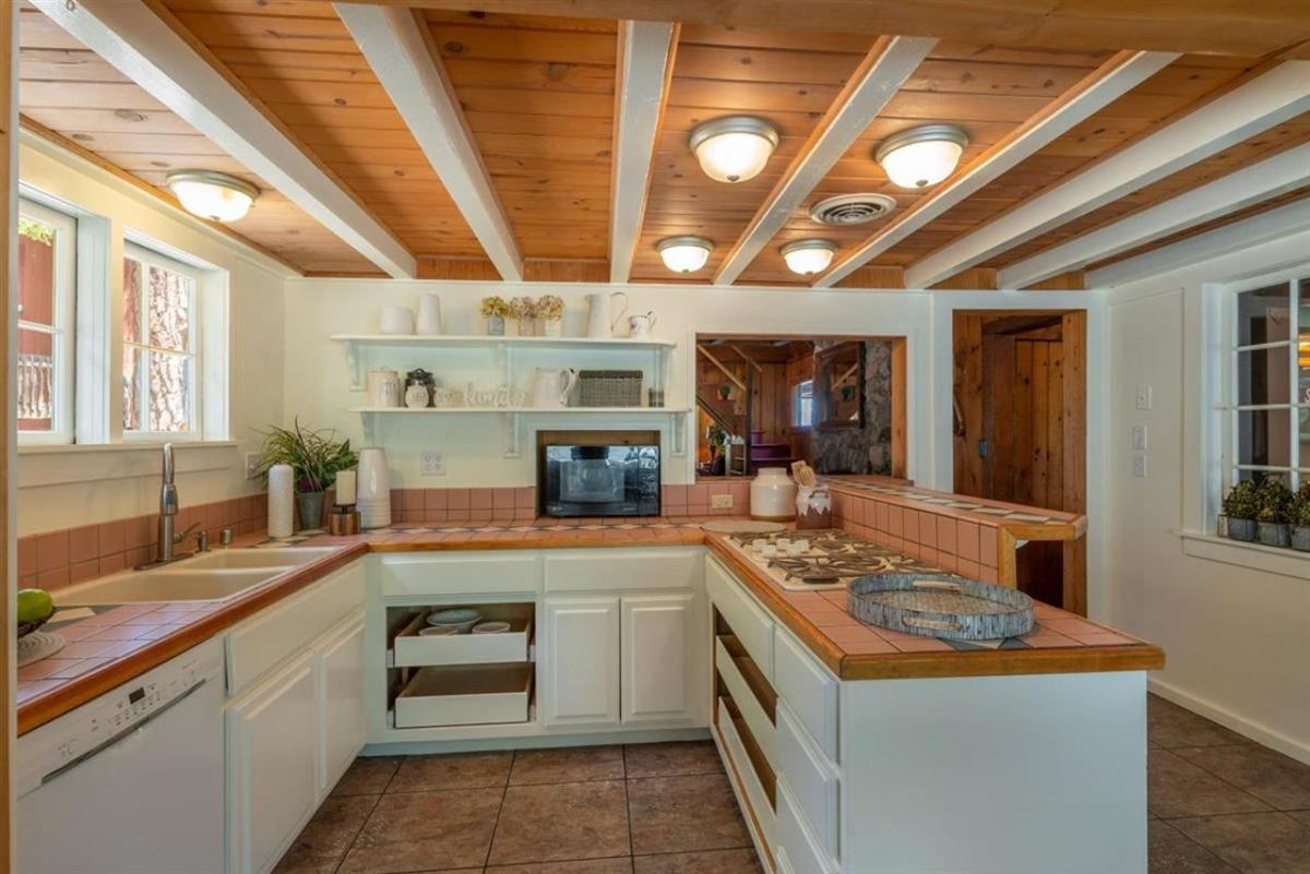 Luxury properties Lakeview Old Tahoe home