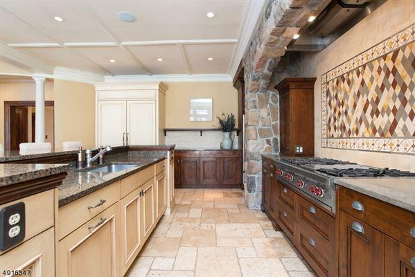 Luxury properties Fabulous Colonial Revival