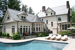 Luxury homes Fabulous Colonial Revival