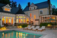 Luxury real estate Fabulous Colonial Revival