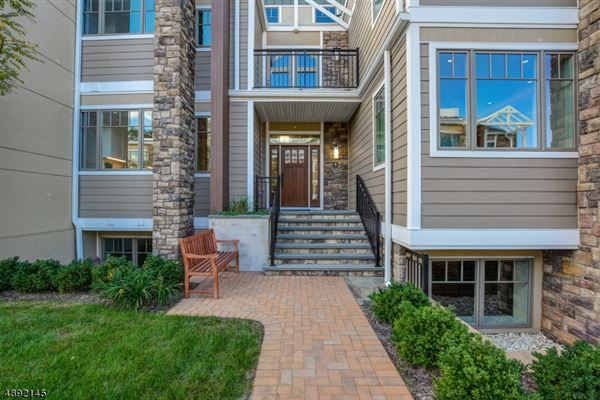 Luxury properties luxury Townhomes at The Village Courtyard