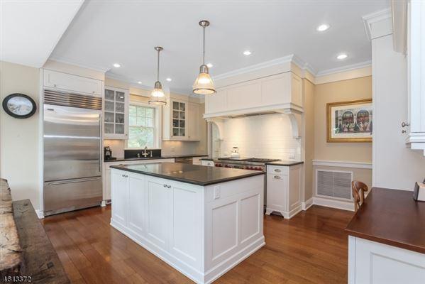 Welcome to 67 Oak Ridge  luxury homes
