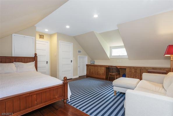 Luxury homes Welcome to 67 Oak Ridge
