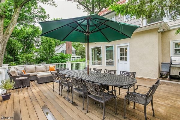 Welcome to 67 Oak Ridge  luxury properties