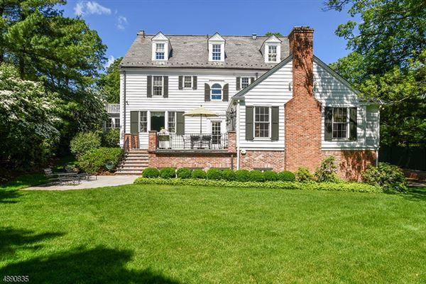 Fully Renovated Colonial in New Jersey luxury properties