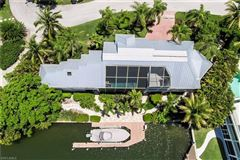 Luxury homes in The perfect Sanibel location
