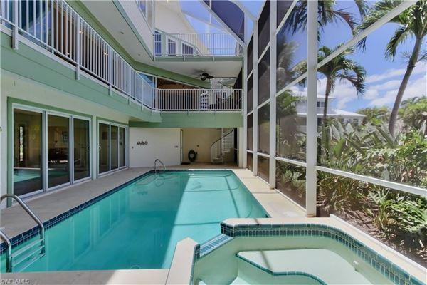 The perfect Sanibel location luxury properties