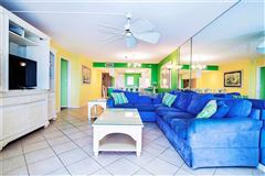 bright three bedroom gulf-front unit mansions