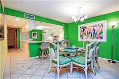 Mansions in bright three bedroom gulf-front unit