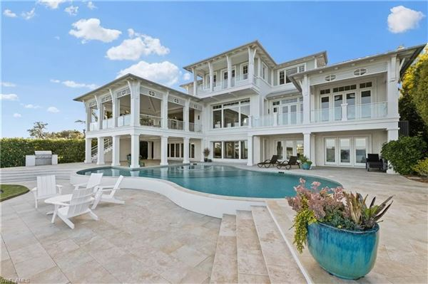 Impressive home with panoramic bay views mansions