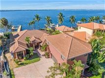 Luxury real estate impressive waterfront estates in Fort Myers