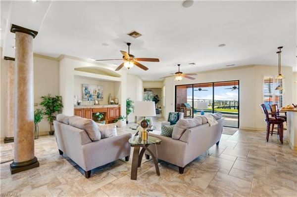 Luxury homes impressive waterfront estates in Fort Myers