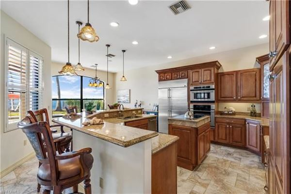 impressive waterfront estates in Fort Myers luxury properties