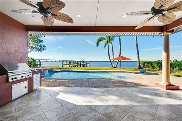 impressive waterfront estates in Fort Myers mansions