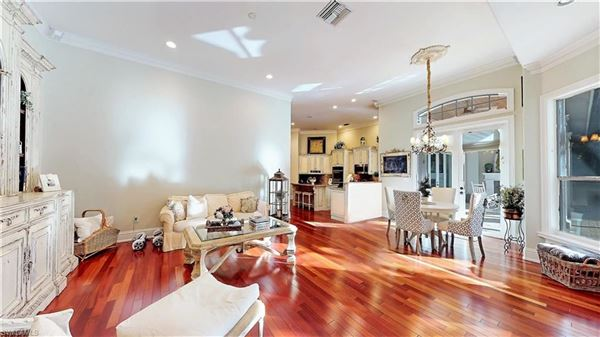 Luxury real estate immaculate home in Devonwood