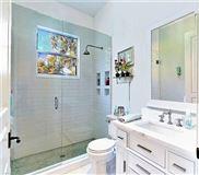 Luxury homes immaculate home in Devonwood
