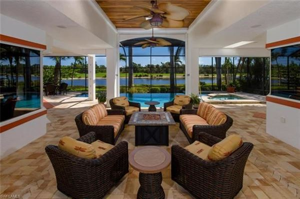 Luxury homes showcase lakefront home