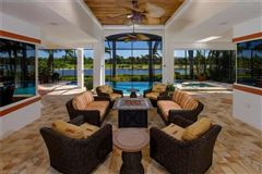 showcase lakefront home mansions