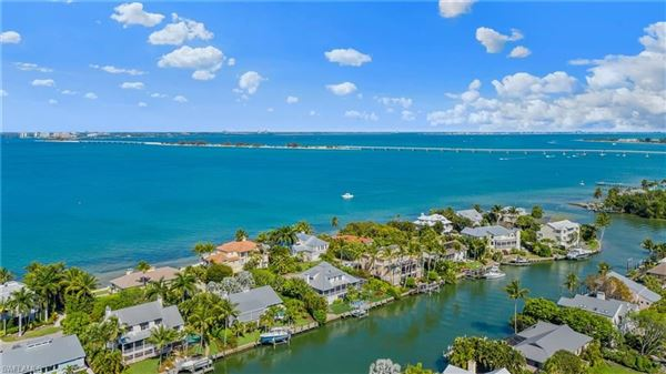Finely appointed Olde Florida Style home mansions