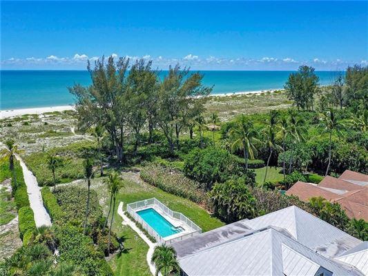 beautiful Chateaux Sur Mer luxury properties