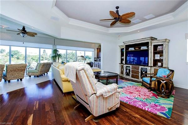 Mansions in custom home across the street from the beach offers incredible views