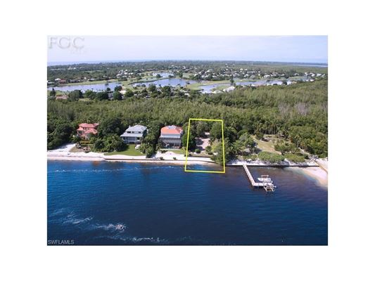 Luxury homes oversize bayfront lot