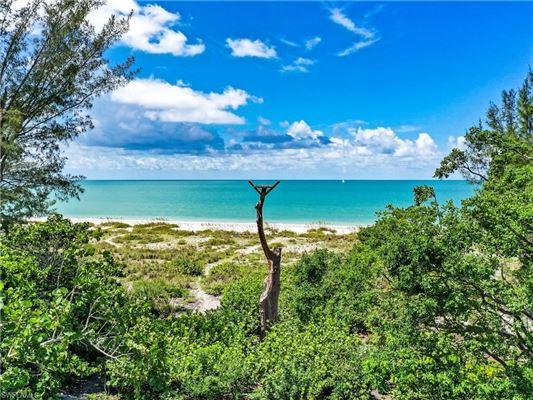 Luxury real estate build a Beach House get-a-way on Sanibel Island