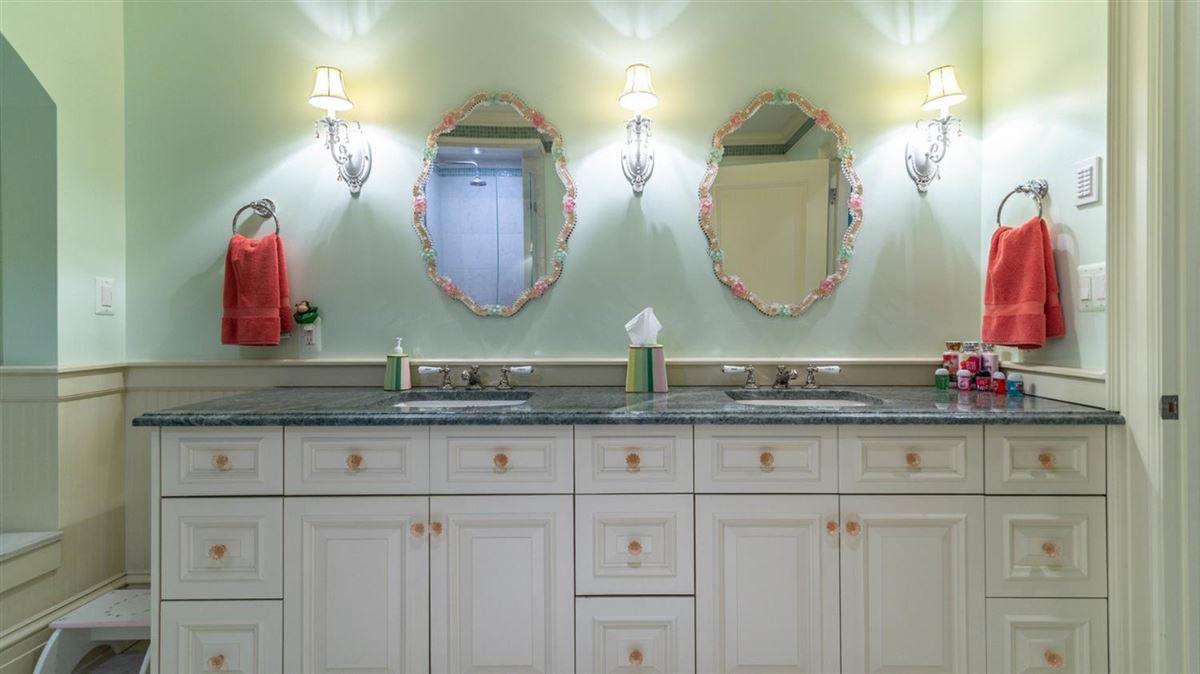 Luxury homes Cavanaugh Lake property with views