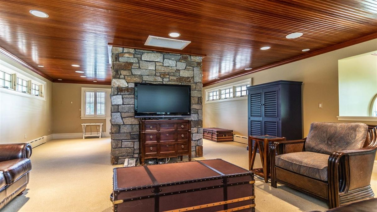 Mansions in Cavanaugh Lake property with views