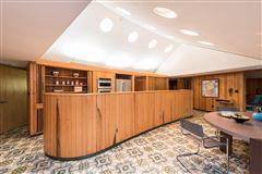 terrific Mid-Century home luxury properties