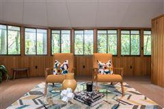Luxury properties terrific Mid-Century home