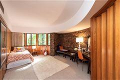 Luxury real estate terrific Mid-Century home