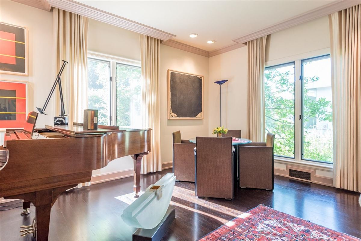 Mansions thoughtfully maintained and updated arboretum area home
