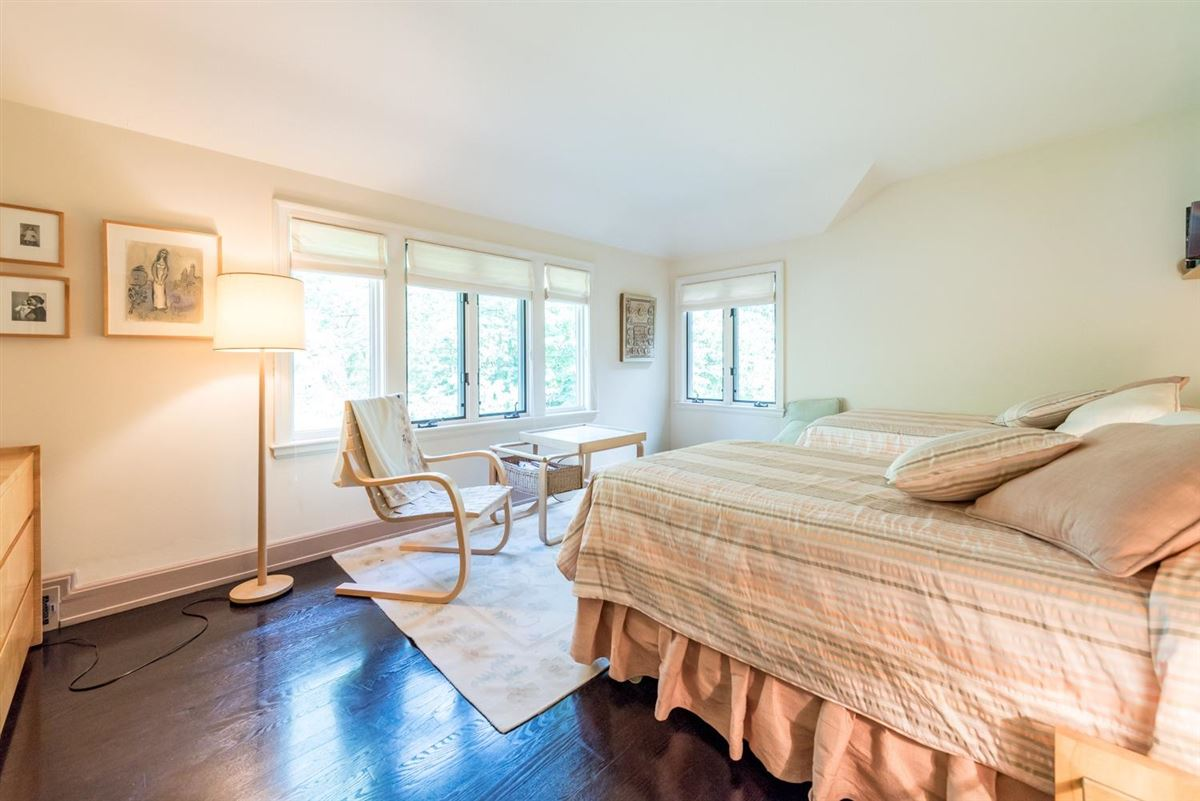 Mansions in thoughtfully maintained and updated arboretum area home