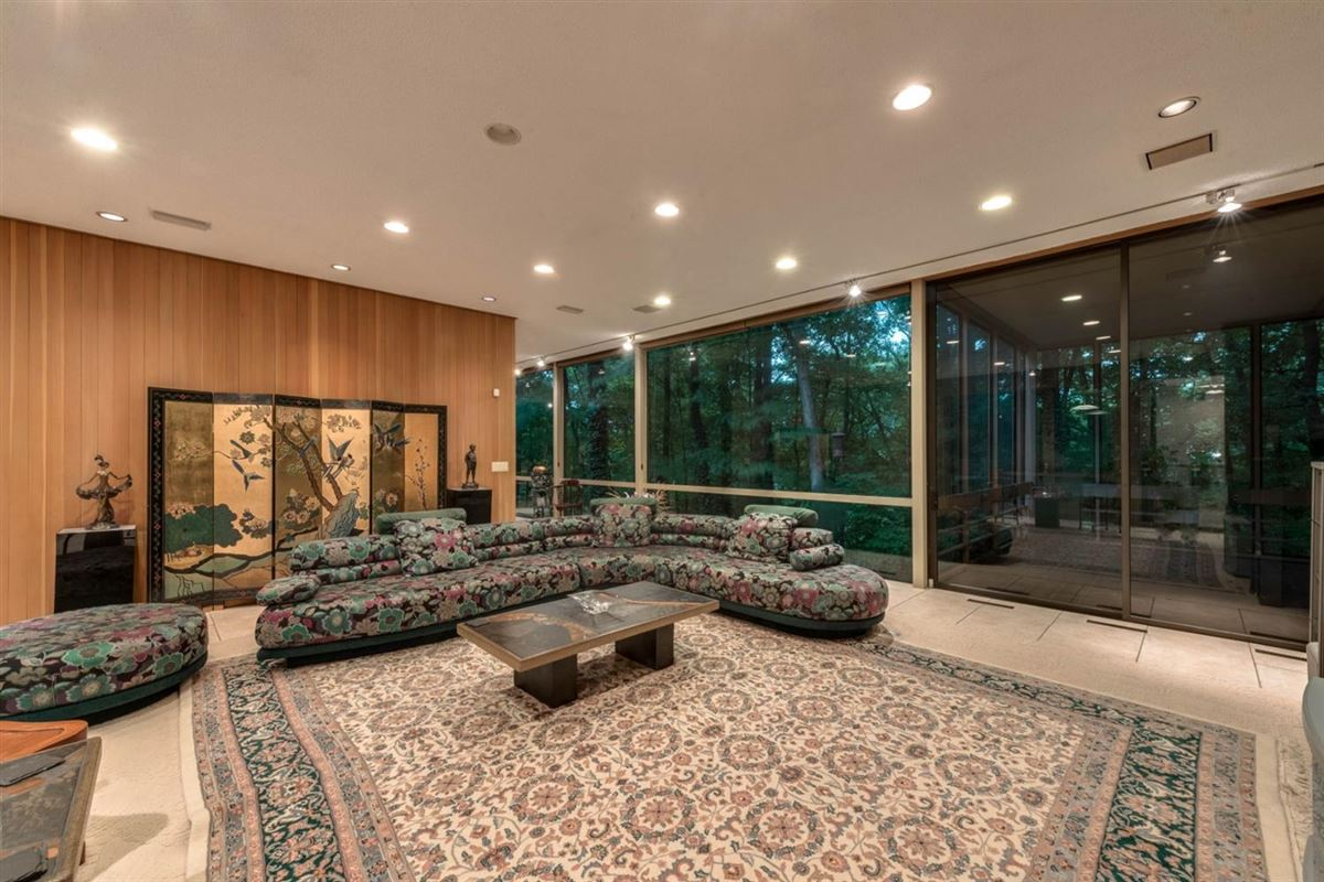 Luxury homes wooded lot in the heart of Barton Hills