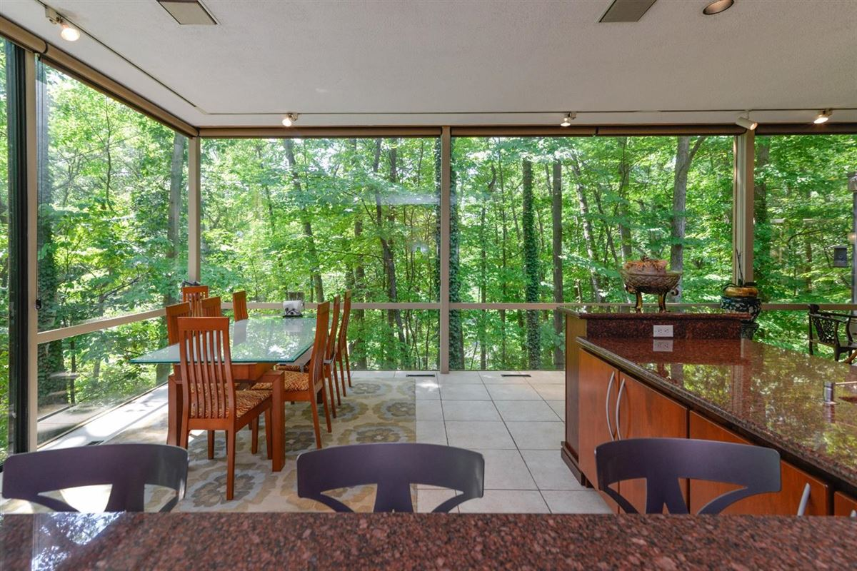 Luxury homes in wooded lot in the heart of Barton Hills