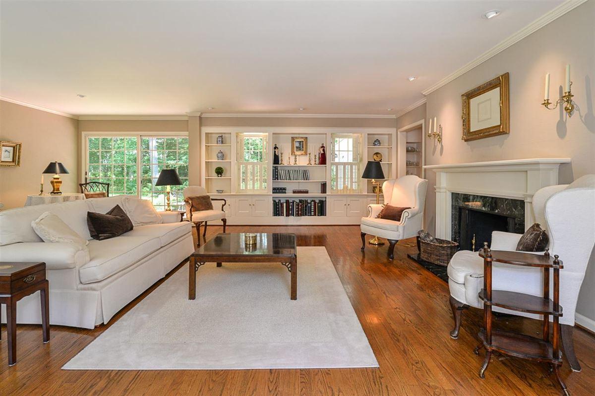 Luxury properties rare find in Ann Arbor Hills