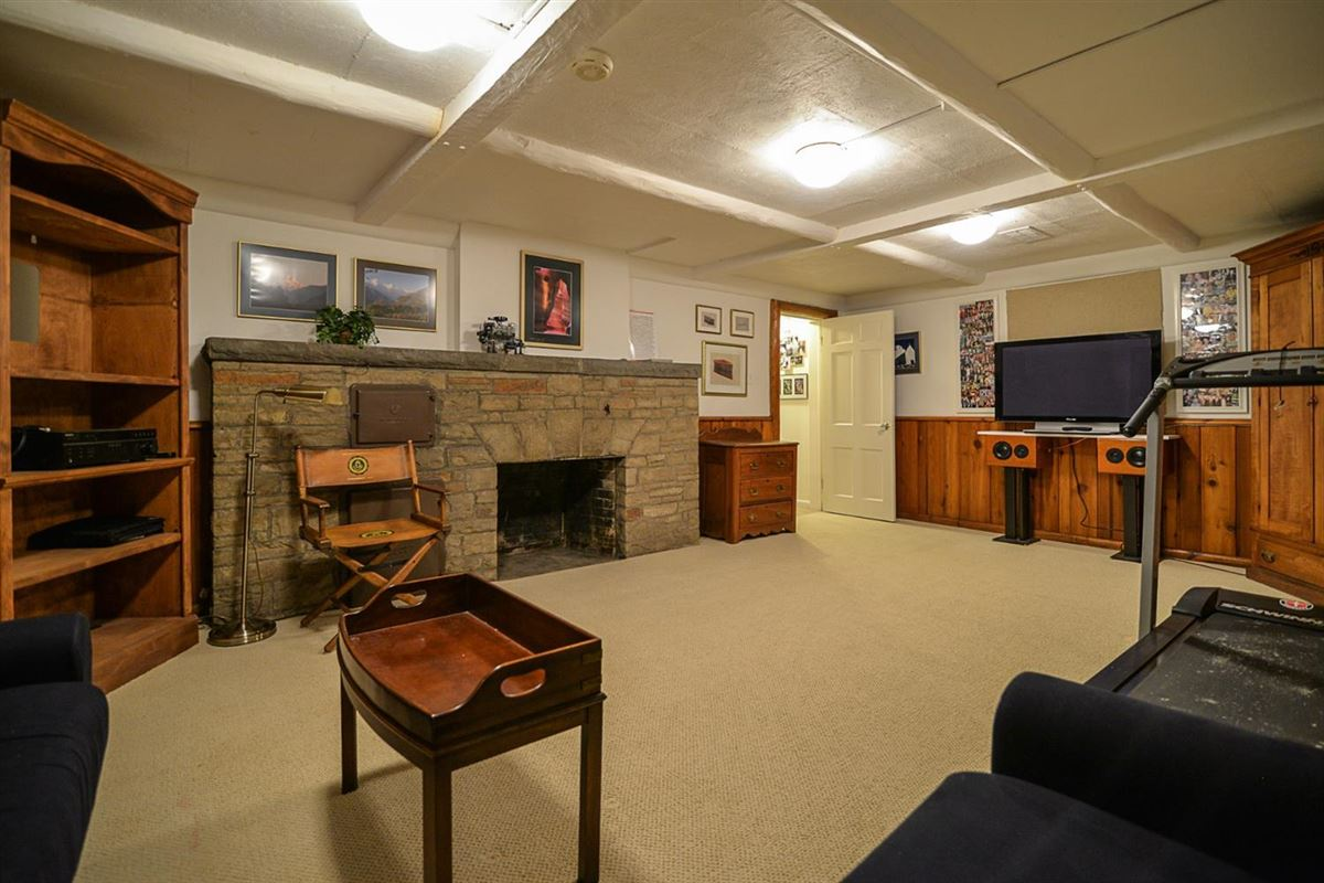 Mansions rare find in Ann Arbor Hills