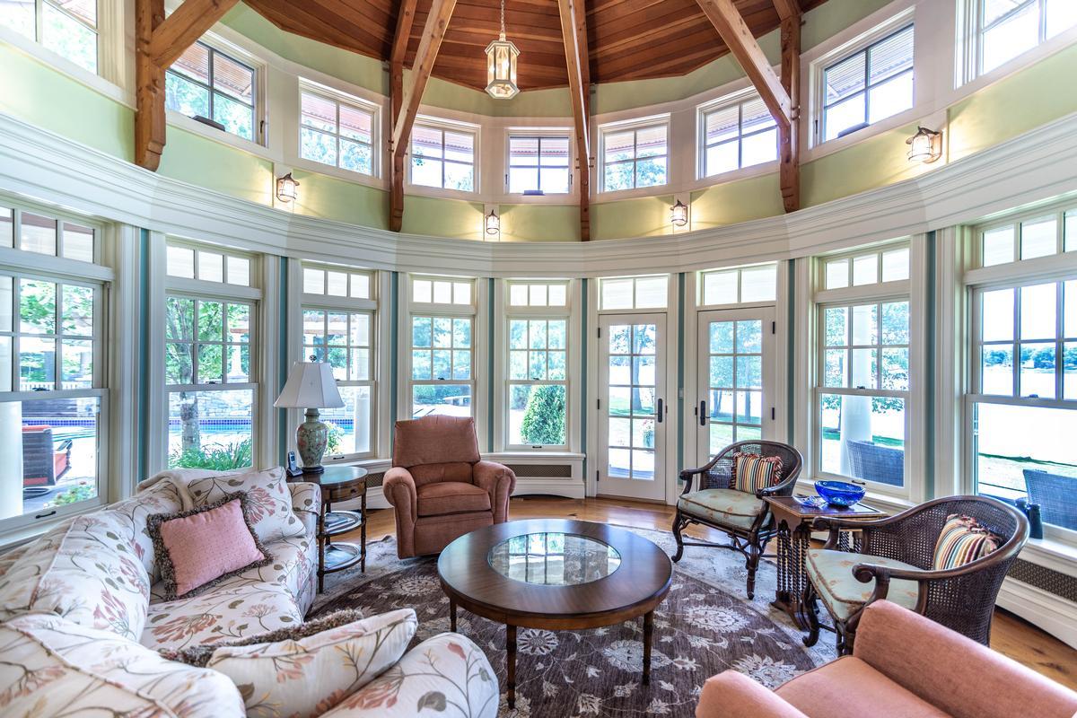 423 Glazier luxury properties
