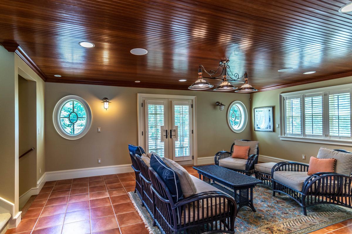 423 Glazier luxury real estate