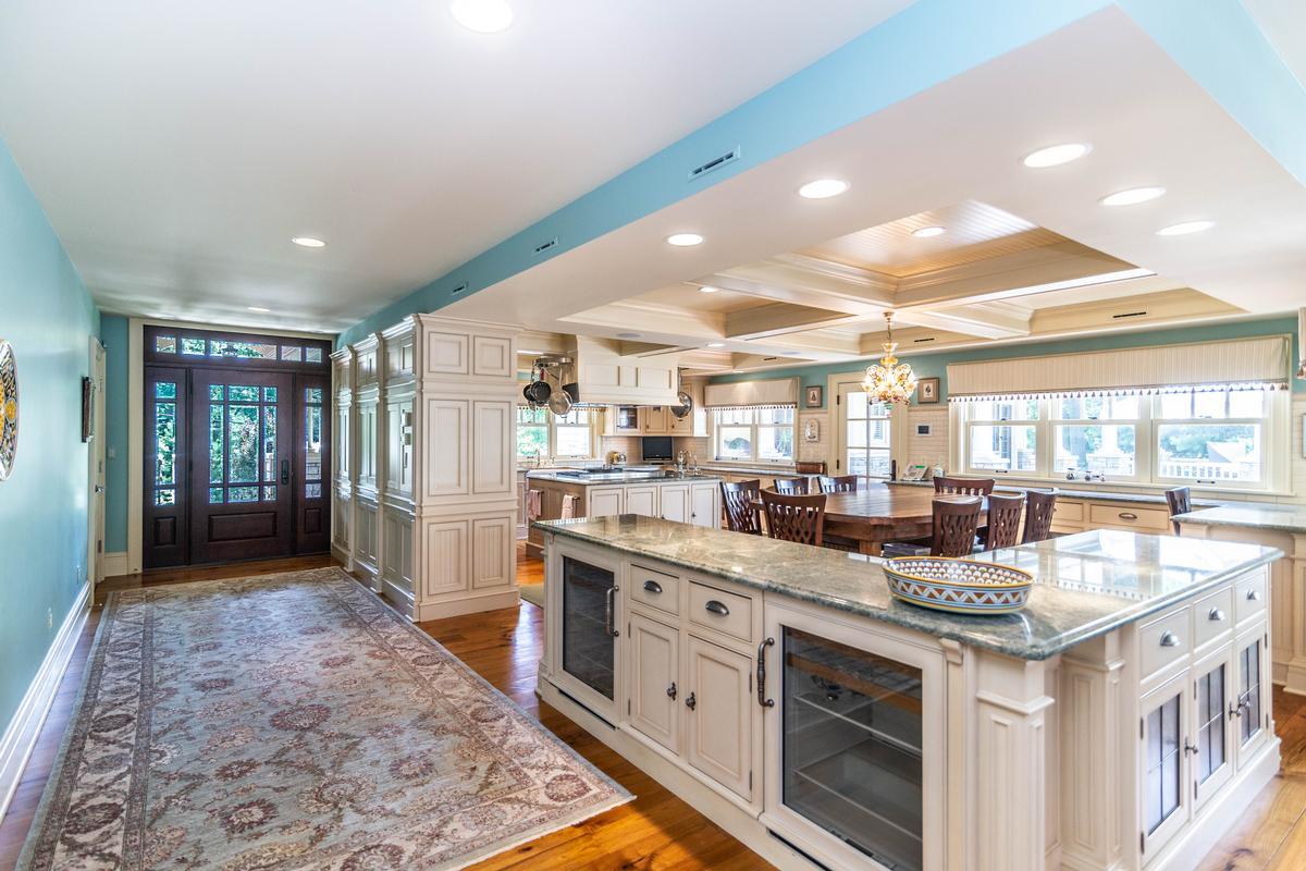 423 Glazier luxury homes