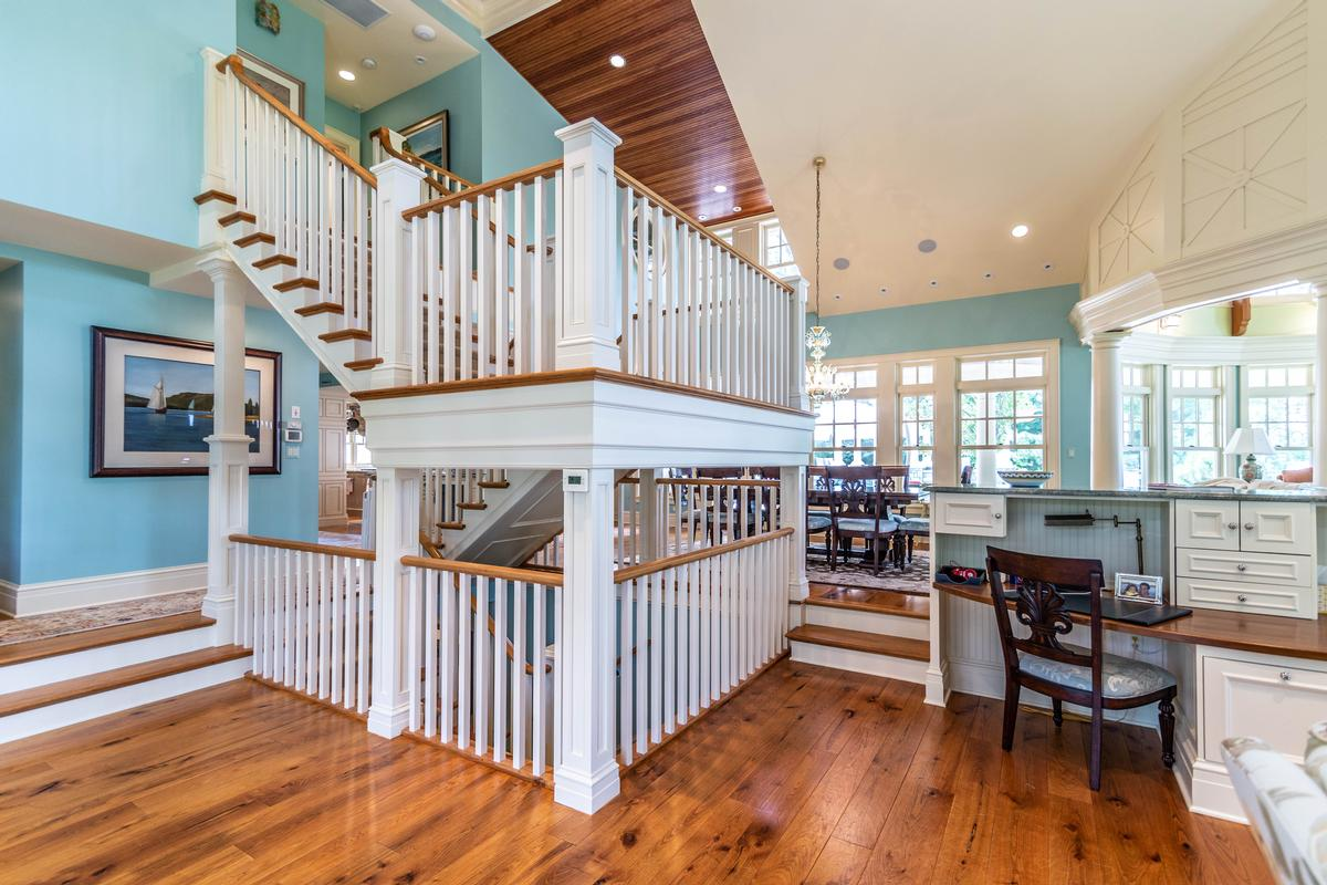 Luxury properties 423 Glazier
