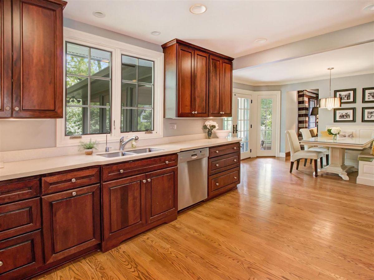 Luxury homes in College Hill Tudor