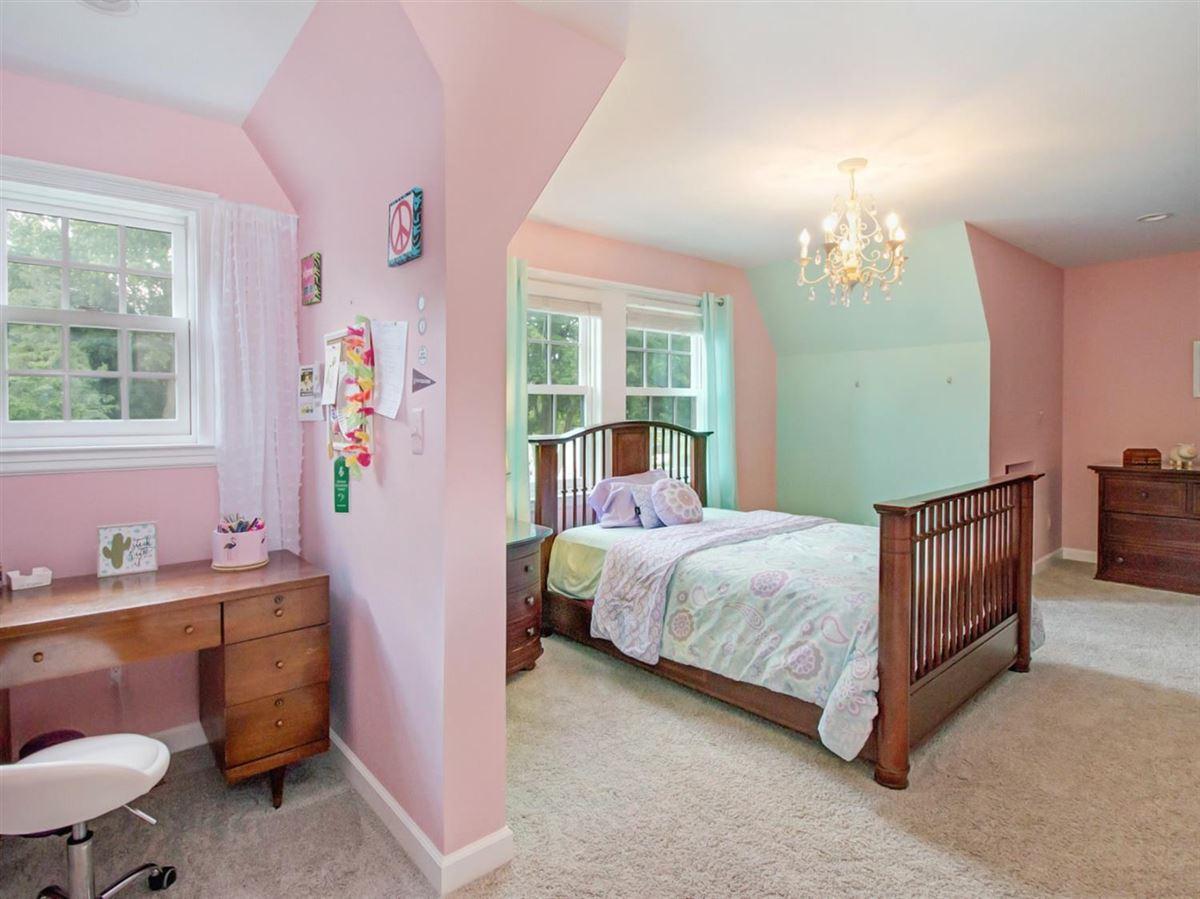 Luxury homes College Hill Tudor