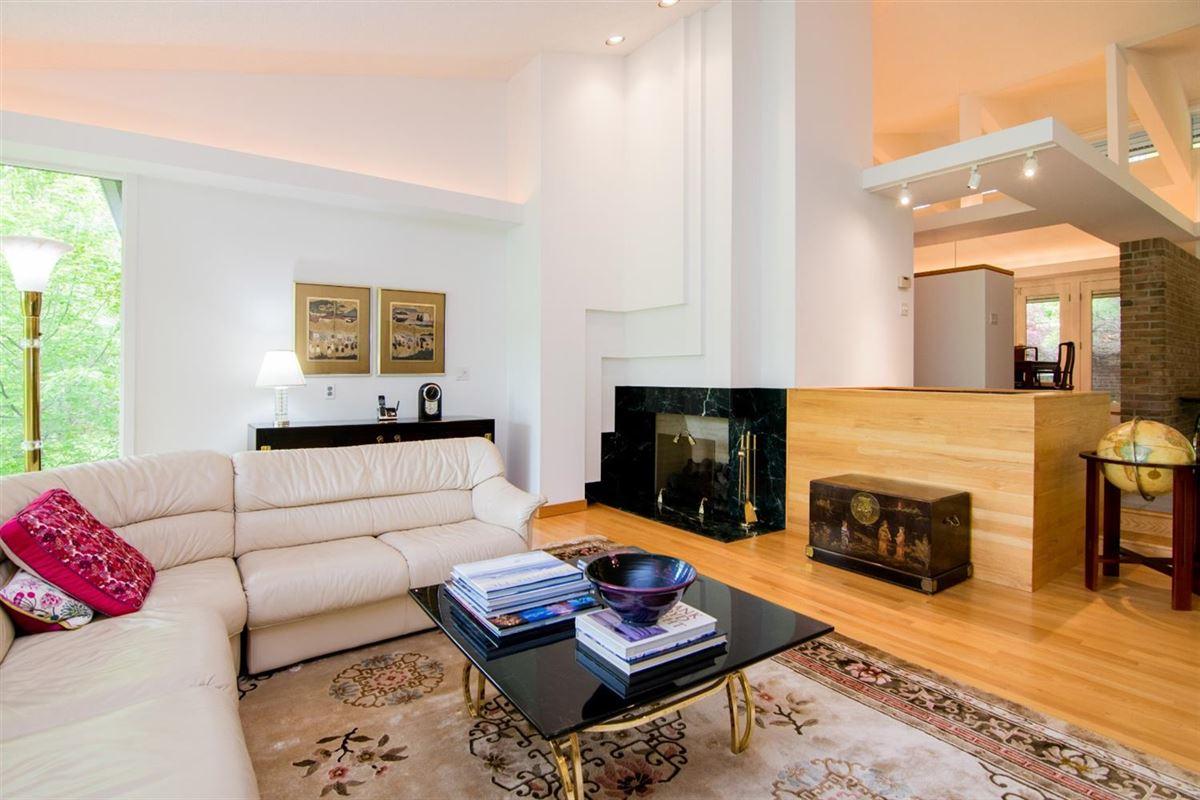 stunning Contemporary in Matthaei Farms luxury real estate