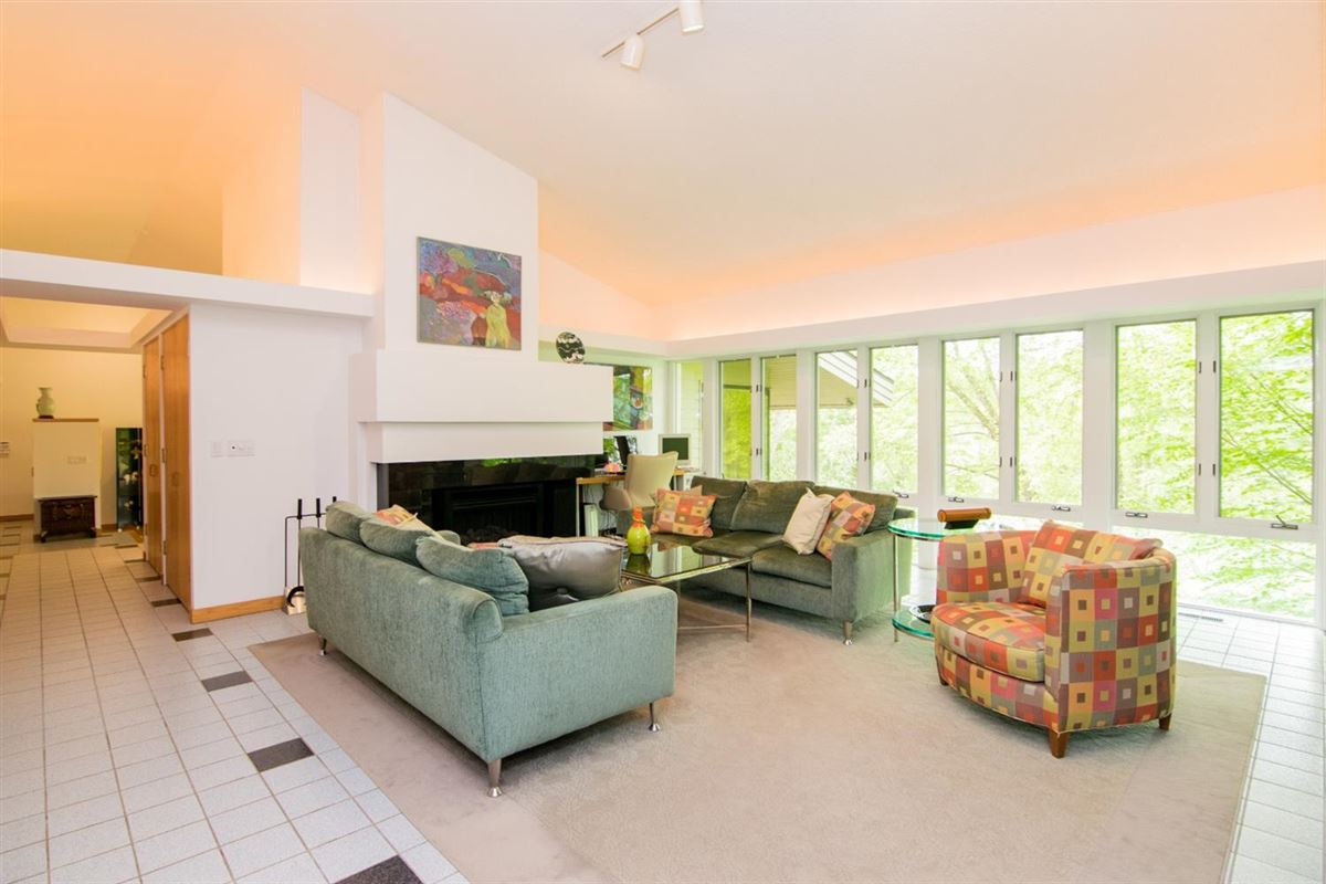 Luxury real estate stunning Contemporary in Matthaei Farms