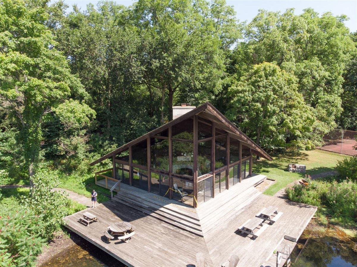 Luxury properties stunning Contemporary in Matthaei Farms