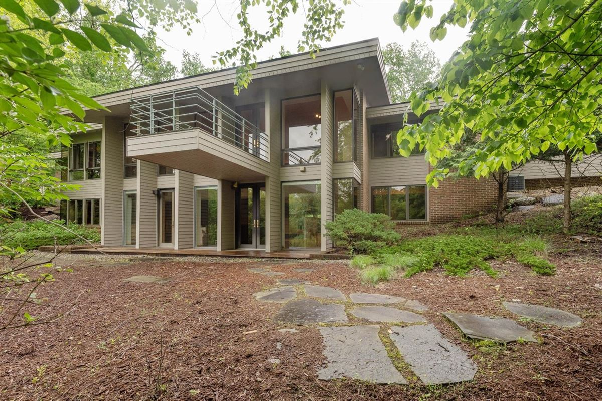 Mansions in stunning Contemporary in Matthaei Farms