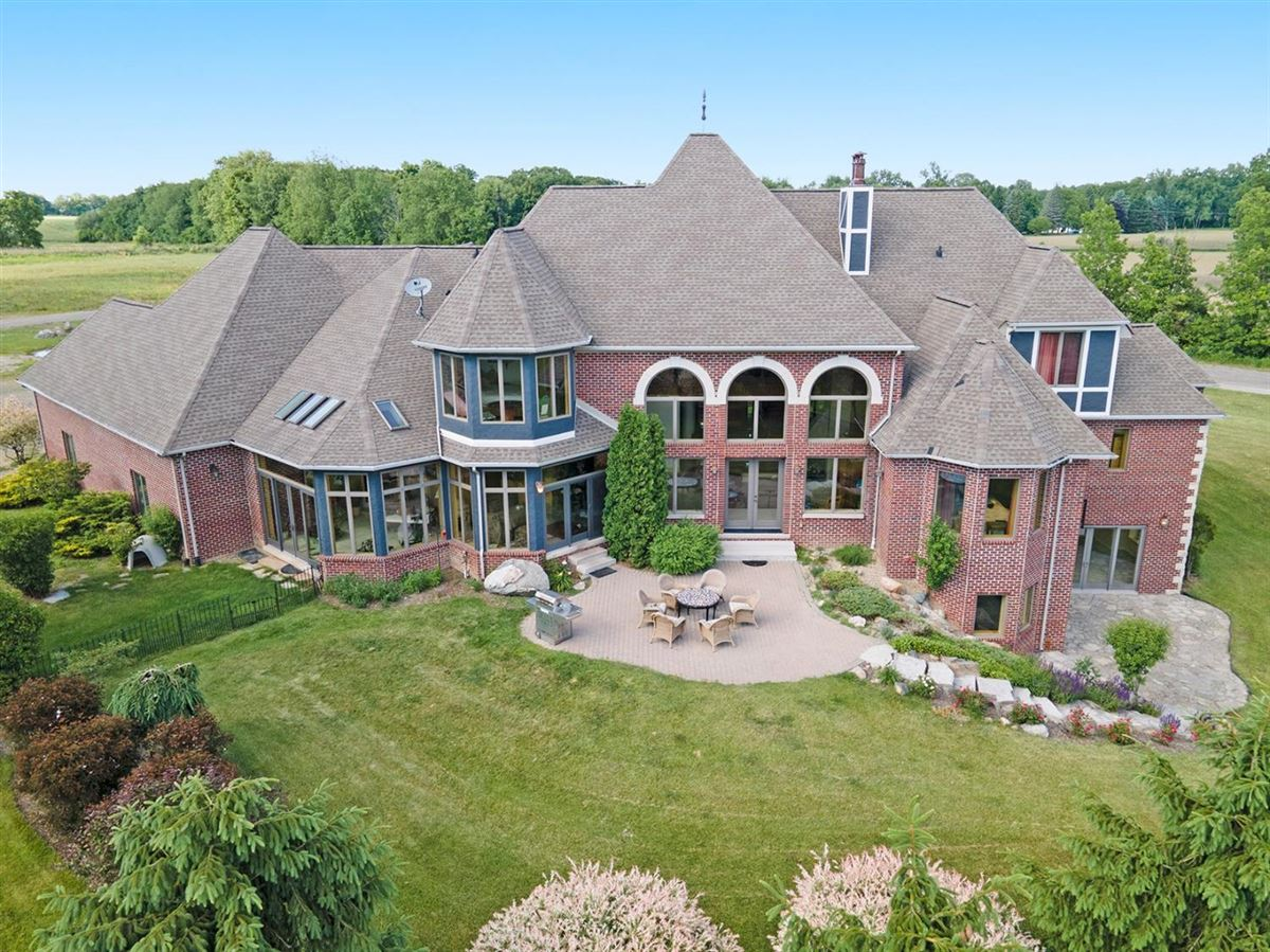 Mansions in 30 acre country estate in Ann Arbor