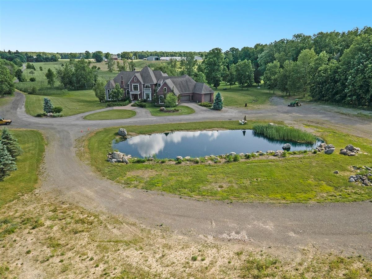 Luxury homes in 30 acre country estate in Ann Arbor